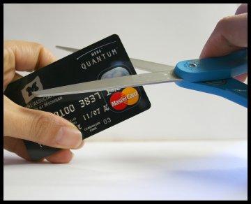 παιχνιδι τραπεζιτων στην πλατη των καταναλωτων