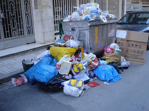 καθενασ τη δουλεια στην πολη με τα σκουπιδια