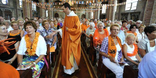 ισπανοι,ολλανδοι και…παπαδεσ εν αναμονη του αποψινου τελικου