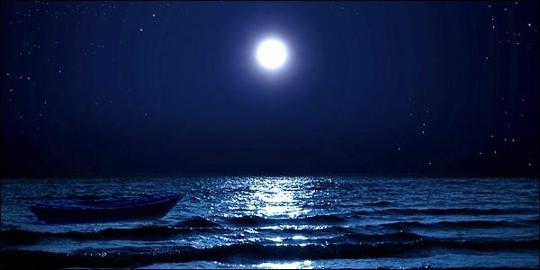 βραδινο μπανιο υπο τον εναστρο ουρανο στην αθηναϊκη ριβιερα
