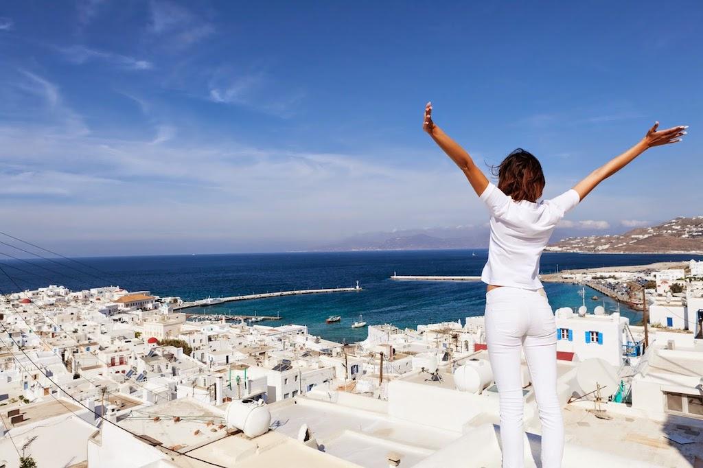 αυξηση τουριστων μειωση εσοδων