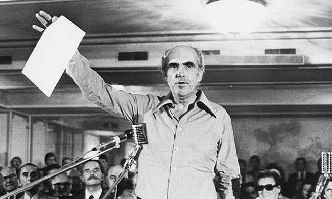 Andreas_Papandreou-idritiki_PASOK-1 Ποικίλα κινήματα προσπάθησαν να ανα-νοηματοδοτήσουν την πολιτική λειτουργία. Όμως, βρέθηκε ένα νέο πολιτικό ιδανικό new deal Γιώργος Πρεβελάκης