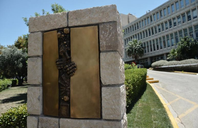 Ο Σαμαράς δικαιώθηκε και στο θέμα της ΕΡΤ, όταν ο Διονύσης Τσακνής δήλωσε