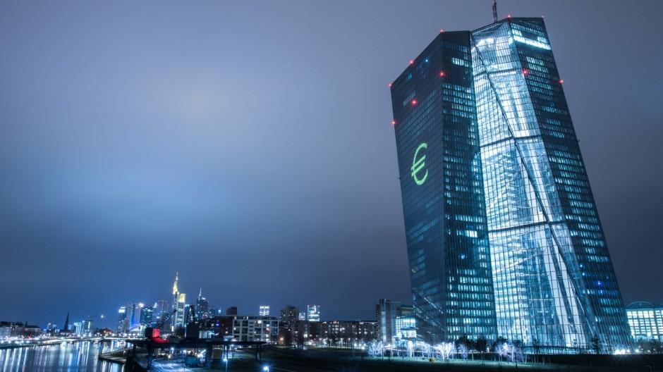 800 δις ευρώ! Τόσα είναι τα κόκκινα δάνεια (ΝPLs) στις ευρωπαικές τράπεζες. Και φυσικά η ΕΚΤ κρούει τον κώδωνα του κινδύνου. new deal Ηλίας Καραβόλιας
