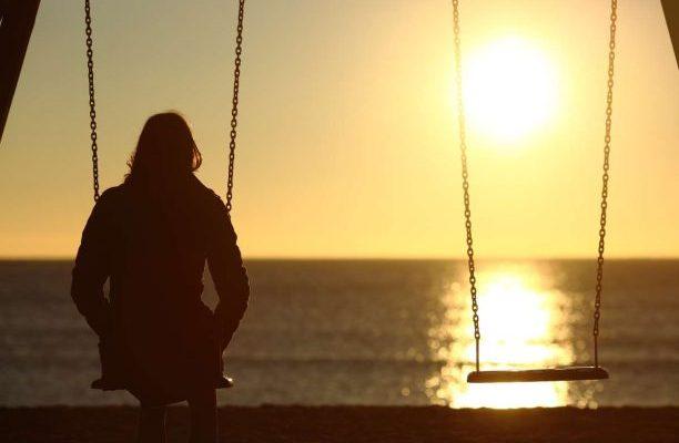 Η αληθινή μοναξιά είναι όταν δεν μπορείς να κοιτάξεις τον άλλον στα μάτια.Να σκεφτείς ότι σε αυτόν τον άνθρωπο μπορείς να βασιστείς. new deal Χατζηνικολαιδη