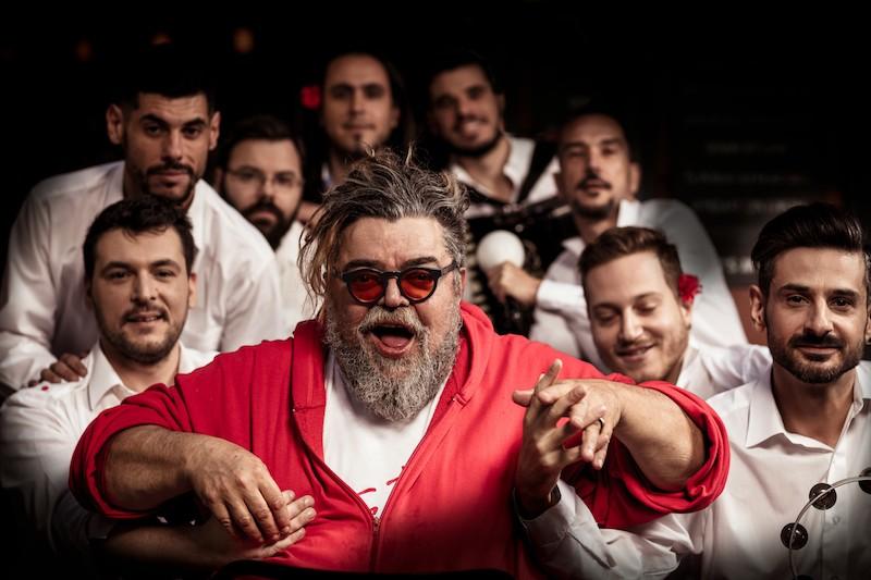 stamatis-kraounakis Παράσταση ανεβαίνει στη Σφίγγα. Την ανεβάζουν τα οκτώ αγόρια από τη Σπείρα Σπείρα, με ...επίσημο, υψηλό καλεσμένο τους τον Σταμάτη Κραουνάκη. Διαβατοπούλου