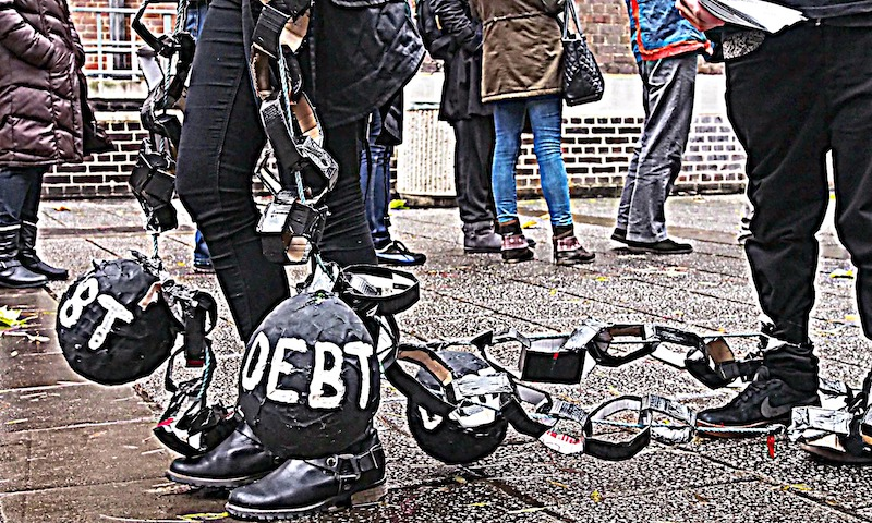 Το παγκόσμιο χρέος οδεύει προς τα 230 τρισεκατομμύρια δολλάρια. Χονδρικά κάθε άνθρωπος στον Πλανήτη χρωστά 29.000 δολλάρια. new deal Παπανδρόπουλος