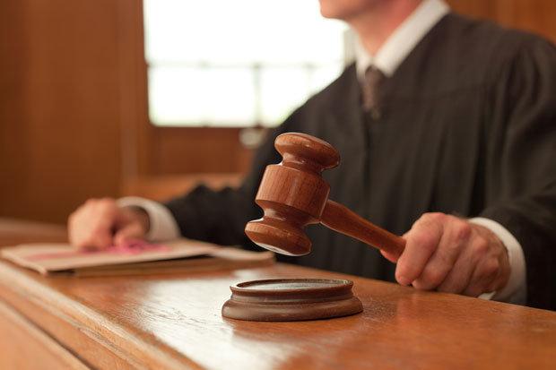 δικαιοσυνη και πολιτικη υπο διωγμο