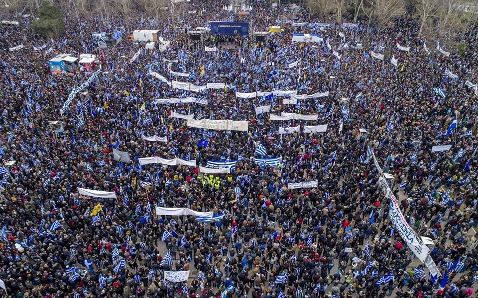 Για το Μακεδονικό, αν πράγματι ήθελε η κυβέρνηση να διαπραγματευτεί κάτι καλύτερο, το χθεσινό συλλαλητήριο τής δίνειφοβερό «όπλο»: Εδώ ο Ελληνικός λαός βγήκε στους δρόμους. Δεν μπορείτε κύριοι,για να «σταθεροποιήσετε» τα Βαλκάνια να… αποσταθεροποιείται το σταθερότερο κράτος των Βαλκανίων new deal Θανάσης Κ.