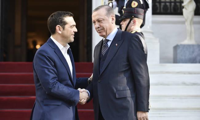 Οι συγκυβερνώντες οφείλουν να μας εξηγήσουν: Τι πραγματικά συνέβη με τον Ερντογάν. Γιατί παίχτηκε - όπως διαφαίνεται- το θέατρο (εσωτερικής κατανάλωσης κα εντυπωσιασμού) μη παρεμβάσεων στη Δικαιοσύνη επειδή οι δημοκρατικές μας αρχές δεν το επιτρέπουν; new deal Κώστας Δημ. Χρονόπουλος
