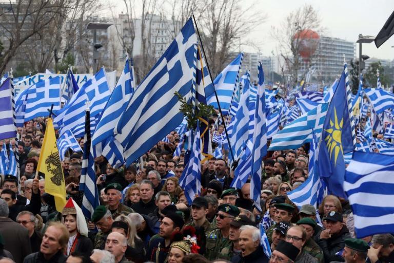 Η κυβέρνηση αναβίωσε καιροσκοπικά το Μακεδονικό προκειμένου να ανταποκριθεί στις προφανείς πιέσεις ΝΑΤΟ και ΕΕ. Η κυβέρνηση όμως κινήθηκε με τρόπο περιφρονητικό απέναντι στον πηγαίο πατριωτισμό των περισσότερων Ελλήνων. new deal Γιάννης Μαρίνος