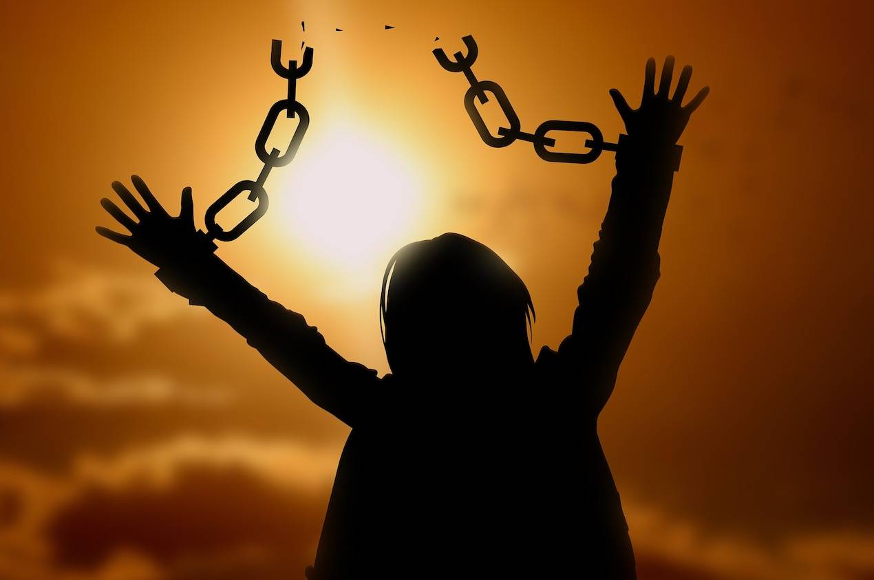 Ο Τσίπρας που εμφανίστηκε σαν «το νέο και άφθαρτο», αποκαλύφθηκε ως το «χειρότερο παλιό»! Και πρέπει να πεταχτεί στον κάλαθο των αχρήστων μαζί με όσους τον στήριξαν και τον στηρίζουν ακόμα. Όχι να μπει στο «πλυντήριο». Η Εθνική Σωτηρία θα προκύψει ενάντια στον Τσίπρα. Όχι με… «πρωτοβουλία» του! new deal Θανάσης Κ.