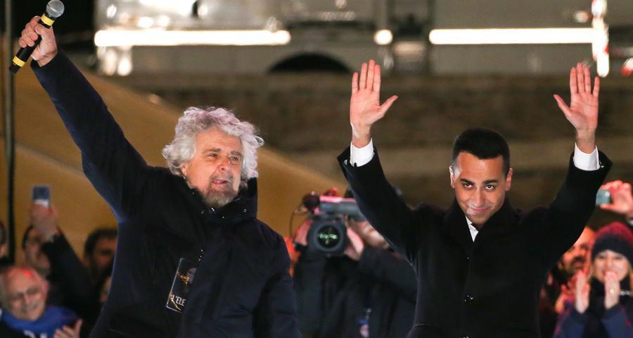 Τέσσερα πράγματα επιβεβαιώνονται μετά τις ιταλικές εκλογές. Η Κεντροαριστερά συντρίβεται, περιθωριοποιείται για τα καλά. Η Κεντροδεξιά μετακινείται δεξιότερα. Η Αριστερά εξαφανίζεται. Και οι αντί-συστημικές δυνάμεις όπου εκφράζεται ο ευρωσκεπτικισμός ενισχύονται. new deal Θανάσης Κ.