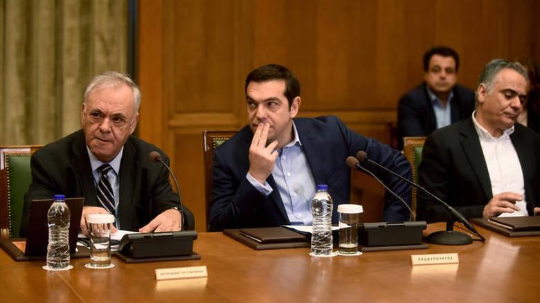 Κάποιοι, μεταξύ άλλων και ο πανεπιστημιακός Νίκος Μαραντζίδης θέλουν να σώσουν την χειρότερη, την πιο αποτυχημένη και χωρίς νομιμοποίηση κυβέρνηση που πέρασε ποτέ. Με το επιχείρημα ότι ο ΣΥΡΙΖΑ, όπως το ΠΑΣΟΚ, θα γίνει από αριστερό ριζοσπαστικό κόμμα, σοσιαλδημοκρατικό κόμμα. new deal