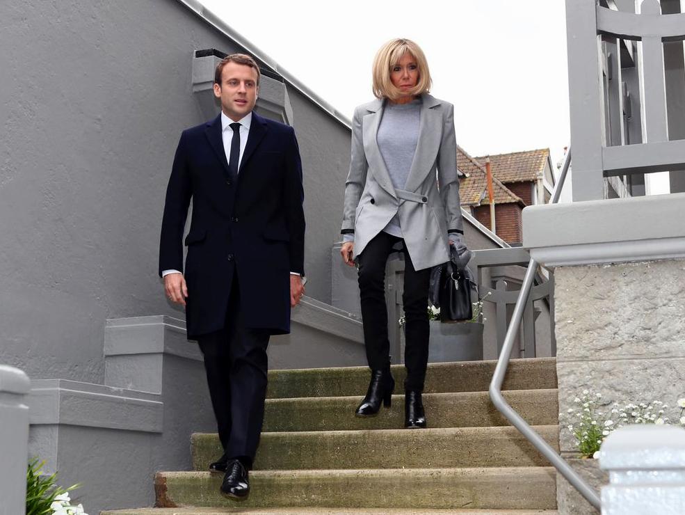 Η Γαλλία είναι εκ νέου στην μόδα. Ένας άνεμος εμπιστοσύνης επιστρέφει. Το επιχειρηματικό και καινοτομικό πνεύμα ενισχύεται. Κάτι το καινούργιο κι ενθουσιώδες αναδύεται από την οικονομία της χώρας. Το ενδιαφέρον όμως είναι ότι ο Μακρόν δεν βολεύεται με αυτό το κλίμα. new deal Δημοσθένης Δαββέτας