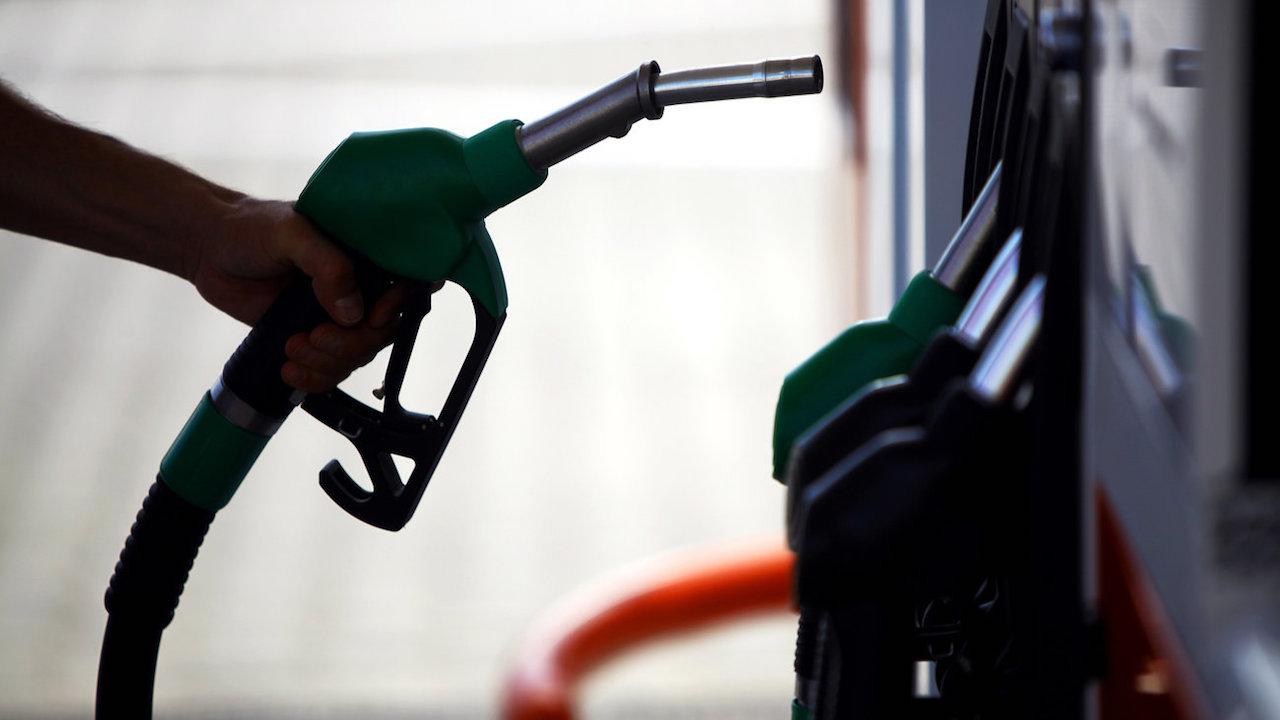 Μια πρόταση για να μην αυξηθούν οι τιμές στα καύσιμα μετά την απόφαση Τραμπ να αποσυρθεί από την συμφωνία για την Τεχεράνη θα ήταν με την αύξηση της τιμής του πετρελαίου να μειωθεί το αντίστοιχο ποσό του φόρου. new deal Κώστας Συλιγάρδος
