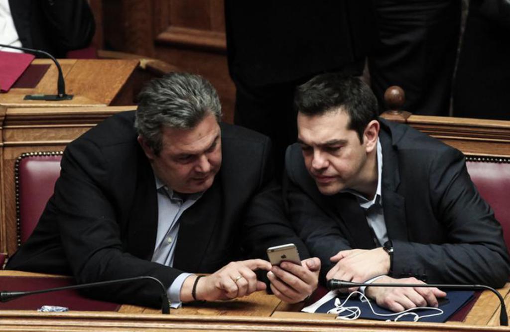 Ο Θανάσης Κ. παρουσιάζει δεκαπέντε μεγαλόπνοα σχέδια του ΣΥΡΙΖΑ που δεν του βγήκαν ή γύρισαν μπούμερανγκ. Από το Μακεδονικό μέχρι τη σκευωρία Novartis. Από τις τηλεοπτικές άδειες μέχρι το σχέδιο αποστασίας. Από την ίδρυση ακροδεξιού κόμματος, μέχρι το Ρουβίκωνα. new deal
