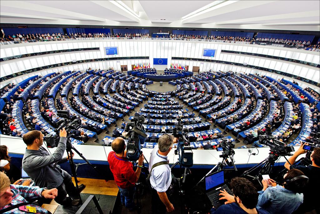 Ο Κωνσταντίνος Μαργαρίτης επικαλείται στοιχεία που παρουσίασε πρόσφατα η Ευρωπαϊκή Επιτροπή για να αναδείξει την αυξανόμενη εμπιστοσύνη που χαίρει το Ευρωπαϊκό Κοινοβούλιο από τους Ευρωπαίους πολίτες. new deal