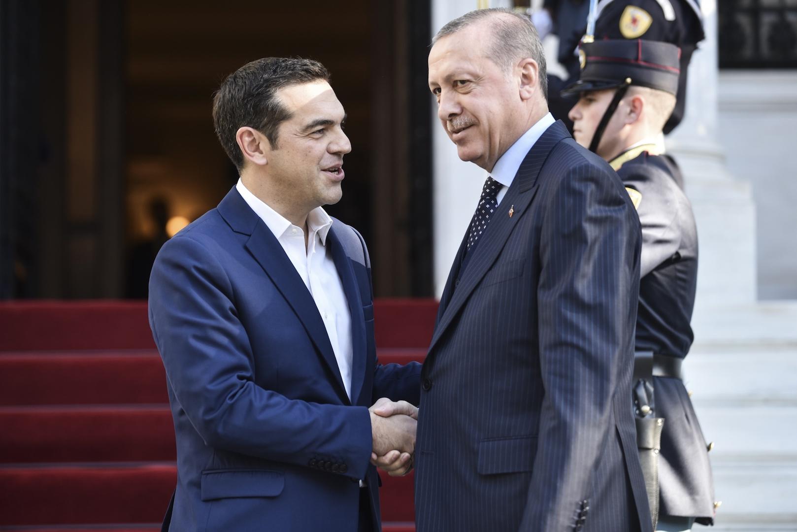 Ο Θανάσης Κ. Εξηγεί πως ο Αλέξης Τσίπρας έκανε δώρο στον Ταγίπ Ερντογάν την φιλανδοποίηση της Ελλάδας. Και αυτό σε μια περίοδο που η Τουρκία επέλεξε να απομακρυνθεί από την Δύση σπάζονται το γεωπολιτικό δίδυμο που είχε δημιουργήσει με την Ελλάδα, στον Ψυχρό Πόλεμο. new deal