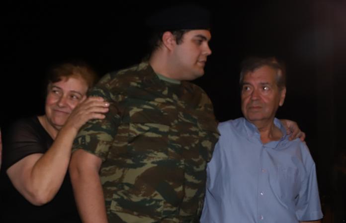 Ο Κώστας Δημ. Χρονόπουλος συγκινείται.