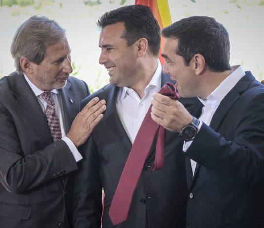 Ο Τάσος Παπαδόπουλος σημειώνει πως ο ...Αλέξης του Ίλιντεν, είναι ο μοναδικός πρωθυπουργός που υπέγραψε να παραχωρηθούν χιλιάδες ακίνητα του Δημοσίου στους δανειστές, έφτιαξε την Μόρια, και παραχώρησε στα Σκόπια τα πάντα. new deal