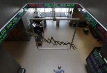Ο Αθανάσιος Παπανδρόπουλος σημειώνει ότι η κατάρρευση των τραπεζικών μετοχών δεν οφείλεται σε κάποια δήθεν κερδοσκοπικά παιχνίδια κακών funds. Αλλά στην έλλειψη εμπιστοσύνης που υπάρχει στις αγορές για το σήμερα και το αύριο της ελληνικής οικονομίας. new deal