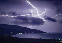 Ο Αντώνης Κεφαλάς βλέπει την τέλεια καταιγίδα στον ορίζοντα να έρχεται απειλητικά. Ειδικά για την Ελλάδα που θα την υποδεχθεί απροετοίμαστη. Χωρίς όπλα και αποθέματα. Και τότε θα αποδεχθεί ότι το λάθος δεν ήταν που μπήκαμε από τα μνημόνια, αλλά που βγήκαμε. new deal