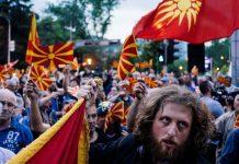 """Ο Κώστας Δημ. Χρονόπουλος θεωρεί ότι οι πραγματικοί Έλληνες Πατριώτες θα πρέπει να αποκτήσουμε Ιώβειο υπομονή. Διότι με το Σκοπιανό μπλέξαμε πολύ άσχημα. Επιβάλλεται να απεμπλακούμε... Και οι """"αδελφοί Μακεδόνες"""" ή Σκοπιανοί παρκαδόροι οφείλουν να συνδράμουν στην απεμπλοκή. new deal"""