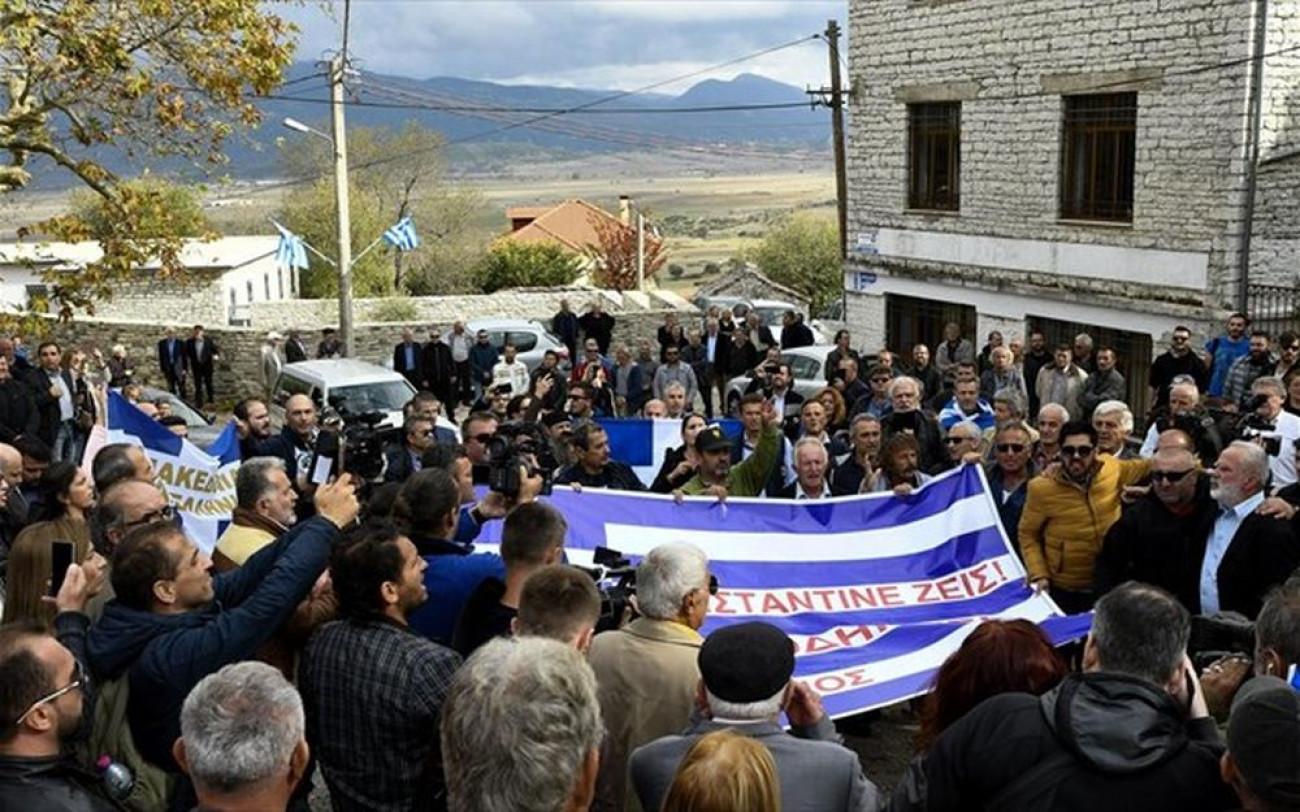 Ο Θανάσης Κ. υμνεί τον Κωνσταντίνο Κατσίφα. Εκ μέρους των Ελλήνων ζητά Κωνσταντίνε συγχώρα μας. Και τον τοποθετεί στο πλευρών των ηρώων που …με τον χάρο γίναν φίλοι… Όπως ο Τάσος Ισαάκ, ο Σολωμός Σολωμού, ο Παύλος Μελάς, ο Μιχάλης Καραολής ο Ανδρέας Δημητρίου. new deal