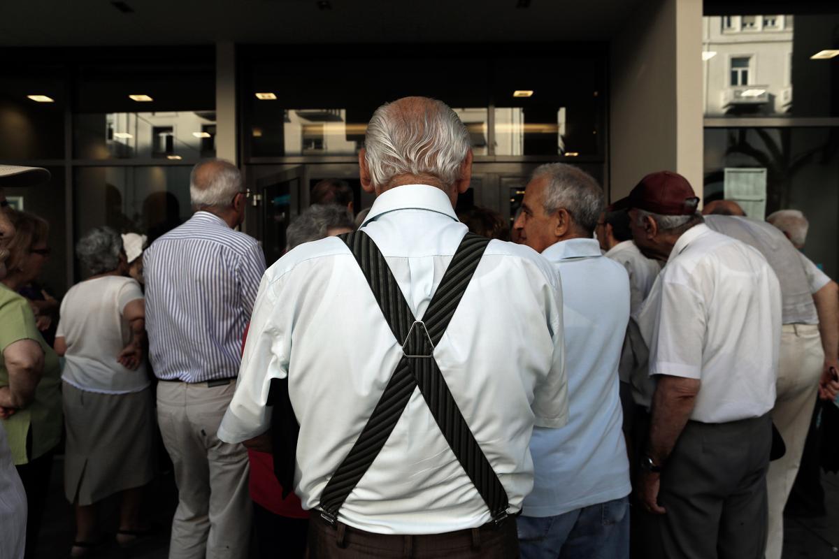 Ο Αθανάσιος Παπανδρόπουλος προβλέπει ότι η χρεοκοπία είναι πολύ κοντά για την χώρα. Όλοι οι αριθμοί αυτό δείχνουν. Και παρόλα αυτά, η κυβέρνηση εξακολουθεί να κάνει μικροπολιτικά παιχνίδια με τις συντάξεις. new deal