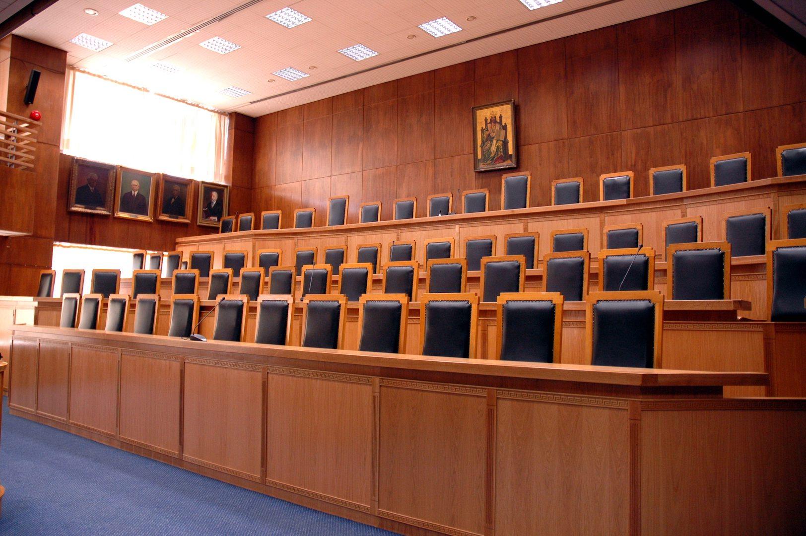 Ο Κώστας Δημ. Χρονόπουλος απορεί με ορισμένες καινοφανείς θεωρίες της κυβέρνησης σχετικά με το ρόλο που έχει η Δικαιοσύνη και τα κριτήρια που έχουν τα Δικαστήρια για τις αποφάσεις τους σε διάφορες υποθέσεις που ελκύουν το ενδιαφέρον της κοινής γνώμης. new deal