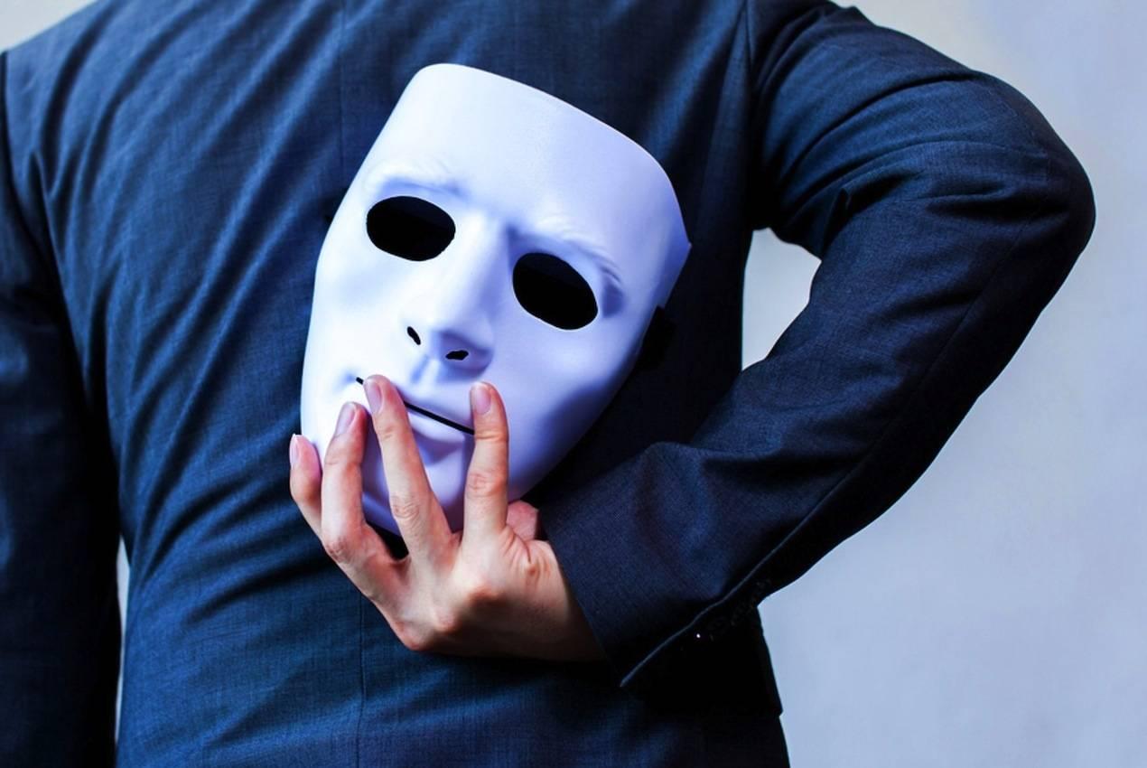 Ο Λευτέρης Κουσούλης αποκαλύπτει το πρόσωπο του ΣΥΡΙΖΑ πίσω από την μάσκα. Ο ΣΥΡΙΖΑ ως πολλαπλασιαστής της κρίσης, τροφοδότης του βίαιου λόγου, το ανάχωμα στη συνειδητοποίηση, αντι-φίλος του λαού, ο καταπατητής της αλήθειας, το 2019 ολοκληρώνει τον κύκλο του. new deal