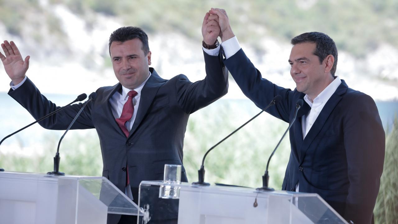 Ο Θανάσης Κ. επισημαίνει σε όσους σκέφτονται να ψηφίσουν την Συμφωνία Πρεσπών τον κίνδυνο που βάζουν την Ελλάδα μελλοντικά. Διότι αναγνωρίζεται μακεδονική ταυτότητα και μακεδονική, άσχετα τι λένε Τσίπρας και Ζάεφ και το κυριότερο γιατί νομιμοποιείται ο μακεδονικός αλυτρωτισμός. new deal