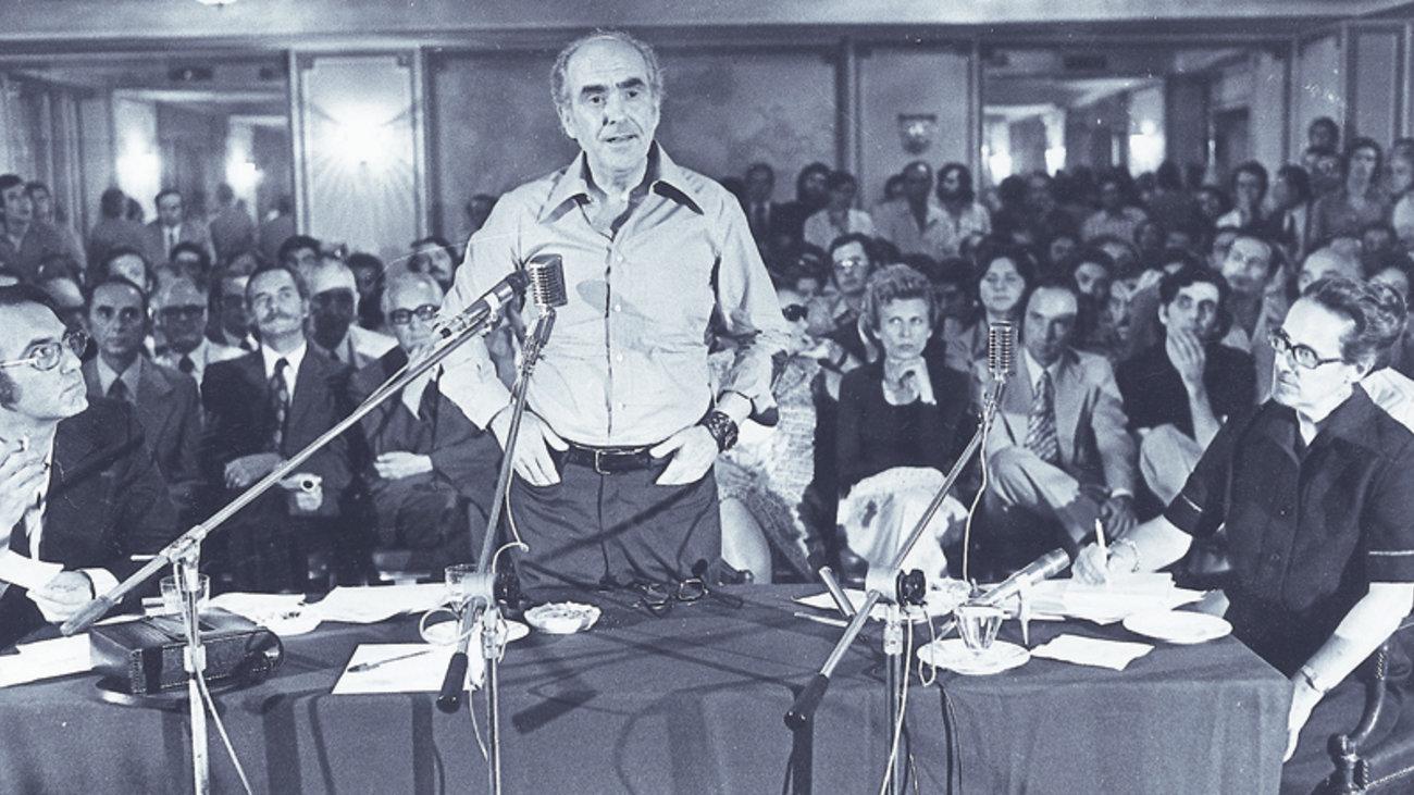 Ο Αθανάσιος Παπανδρόπουλος παρεμβαίνει στη συζήτηση για την Κεντροαριστερά. Και κάνει έναν σαφή διαχωρισμό από την Κεντροαριστερά που οραματίζεται ο Αλέξης Τσίπρας με εκείνην που έχει τις ρίζες της στο ΚΟΔΗΣΟ και έζησε λαμπρές μέρες τις περιόδους 1995 - 2004 και 2011 - 2015. new deal