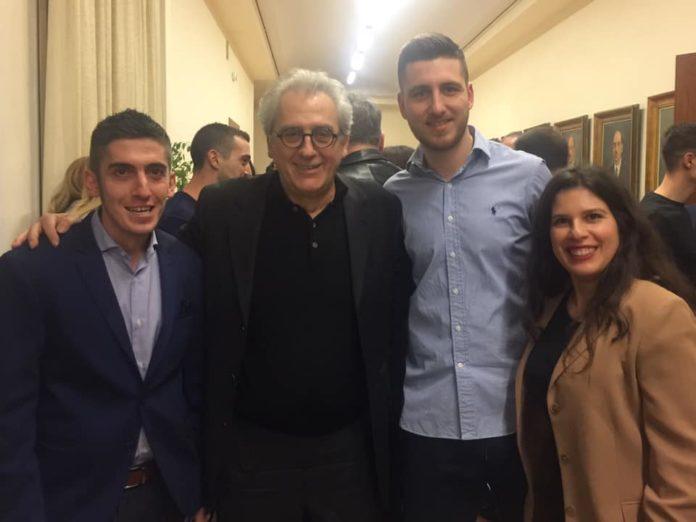 Ο Κώστας Αγγελάκης άνοιξε ένα παράθυρο στο ξέφωτο. Είχε την τύχη να εποπτεύσει την εκπόνηση τριών επιχειρηματικών σχεδιών που σχεδίασαν φοιτητές από το Γεωπονικό Πανεπιστημίο. Και μας μεταφέρει την εμπειρία του. new deal