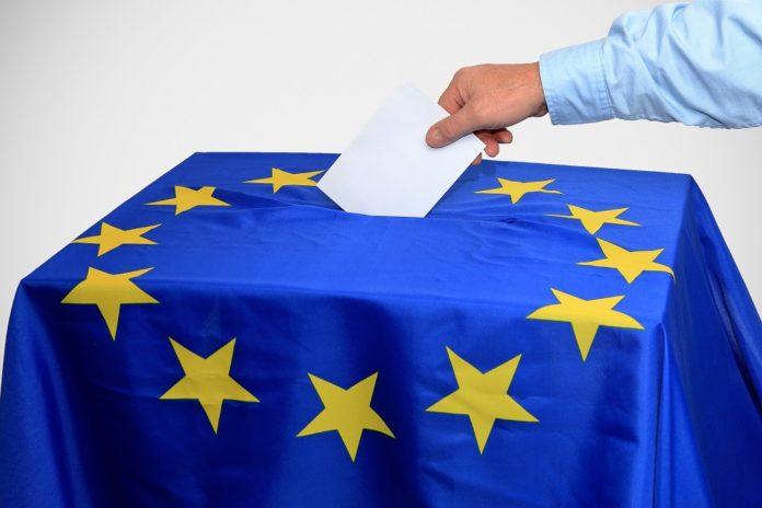 Ο Γιώργος Ζερβάκης σημειώνει ότι στον πολιτικό χρόνο, στις δομές και συνθήκες των σύγχρονων δημοκρατιών, οι εκλογές δεν αποτελούν απλά μια συνήθεια που πρέπει να διεκπεραιωθεί, μια συμμετοχή που τίθεται υπό εξαρτήσεις, συγκυρίες, τοπικές άλλες παραμέτρους.
