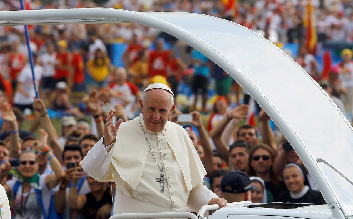 Ο Δημοσθένης Δαββέτας διαπιστώνει ότι ο Πάπας στο πρόσφατο κάλεσμα για τους πρόσφυγες έκλεισε ουσιαστικά το μάτι στην ξενοφοβία στην Ευρώπη. Διότι, κατήργησε το άσυλο ως έννοια και ευλόγησε τη λαθρομετανάστευση. new deal