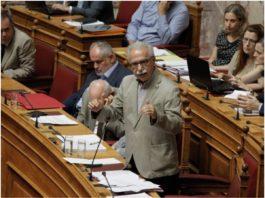 Ο Τάσος Παπαδόπουλος σημειώνει ότι ο Κώστας Γαβρόγλου πέρασε το νομοσχέδιο για την Παιδεία στα μουλωχτά και στο πόδι. Με την διαδικασία του επείγοντος και την στήριξη από τους πρόθυμους βουλευτές (εκτός ΣΥΡΙΖΑ) συγκέντρωσε την μήνιν όλων χωρίς εξαίρεση. new deal
