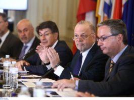 Ο Αθανάσιος Παπανδρόπουλος σημειώνει ότι είναι η πρώτη φορά στην ιστορία του, όπου ο ΣΕΒ , ενόψει μιας ευρώ εκλογικής αναμέτρησης παίρνει θέση για το ποιο θα πρέπει να είναι το προφίλ των Ευρωβουλευτών. Οι άριστοι πρέπει να πάνε Ευρωπαϊκό Κοινοβούλιο. new deal