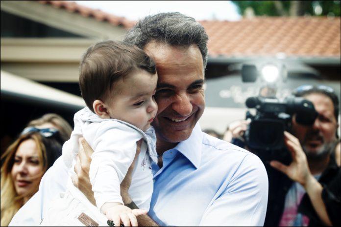 Ο Τάσος Παπαδόπουλος σημειώνει ότι η νέα κυβέρνηση θα κληθεί να διαχειριστεί ένα βουνό προβλημάτων. Το πόσο αντικρατικιστές είναι, θα φανεί λίγα εικοσιτετράωρα από την ανάληψη της εξουσίας. Από τα πρόσωπα μέχρι των αριθμό των υπουργείων. Αν φτάσουμε πάλι τους 50, τότε δεν θα έχει γίνει καλή αρχή. new deal