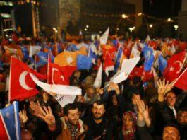 Ο Γιώργος Πρεβελάκης επισημαίνει το έλλειμμα της χώρας στην εθνική αυτογνωσία. Για αυτό και η Ελλάδα είναι απροετοίμαστη απέναντι στις ελληνοτουρκικές σχέσεις με το κύριο αίτιo να αναζητείται στην ανικανότητα της κοινωνίας να συζητεί τα εθνικά ζητήματα με νηφαλιότητα. new deal