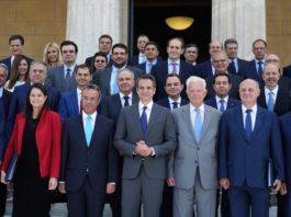 Ο Τάσος Παπαδόπουλος σχολιάζει το νέο κυβερνητικό σχήμα. Εντοπίζει μια κυβέρνηση με σχέδιο, την ίδια στιγμή που διαπιστώνει ότι η αντιπολίτευση με τις αντιδράσεις της ανέδειξε τις αδυναμίες και την ανικανότητα της να δει πέρα από τη μύτη της. new deal
