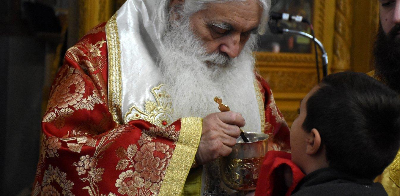 Ο Παναγιώτης Ασημακόπουλος ξεκαθαρίζει τα πράγματα. Η Θεία Κοινωνία για την Εκκλησία, λέει είναι το Σώμα και το Αίμα του Χριστού. Είναι ο ίδιος ο Χριστός. Και η Εκκλησία δεν είναι γραφείο ή μαγαζάκι για να κλείνει... new deal
