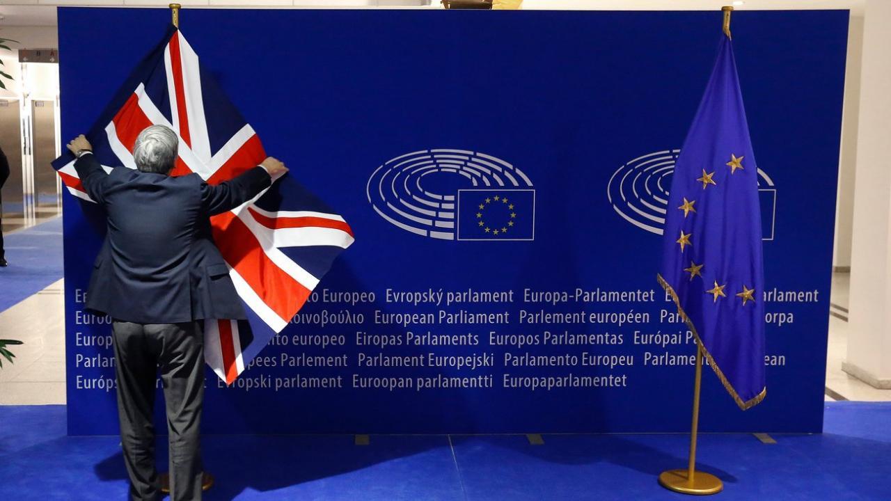 """Ο Θανάσης Κ. σημειώνει ότι η λαθρομετανάστευση τελείωσε την πολυπολιτισμικότητα. Η ανοχή της Ευρώπης στο δόγμα """"ανοικτά σύνορα"""" οδήγησε σε αδιέξοδο και πλέον η Ευρώπη θα ανακαλύψει τα σύνορα της τα οποία πλέον φαίνεται αποφασισμένη να τα φυλάξει. new deal"""