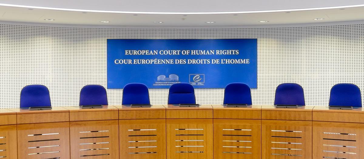 Ο υβριδικός πόλεμος που ξεκίνησε η Τουρκία εναντίον της Ελλάδας έχει πολλές πτυχές. Μια τέτοια είναι και η προσφυγή που προετοιμάζει στο Ευρωπαϊκό Δικαστήριο Ανθρωπίνων Δικαιωμάτων. Απίθανο και όμως αληθινό. Όπως μεταδίδει το πρακτορείο Reuters o Πρόεδρος της Τουρκίας Ταγίπ Ερντογάν συναντήθηκε με τον Πρόεδρο του Ευρωπαϊκού Συμβουλίου Τσαρλς Μισέλ.new deal
