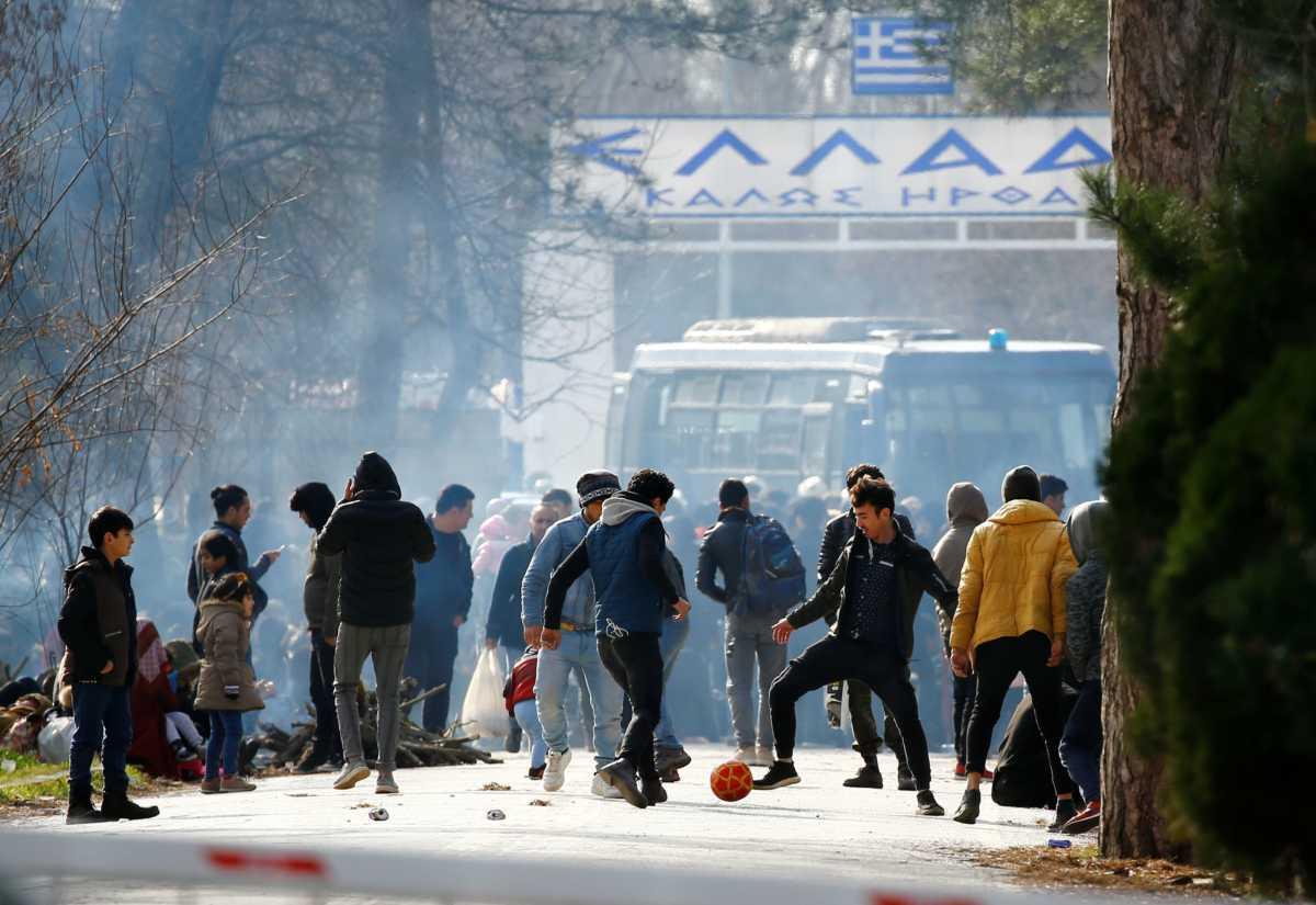 Ο Θανάσης Κ. σημειώνει ότι η απειλή για την Ελλάδα είναι οι τζιχαντιστές και όχι οι πρόσφυγες. Οι Σύροι πρόσφυγες έχουν επιστρέψει στην πατρίδα τους. Αυτοί που μας στέλνει ο Ερντογάν να περάσουν τα σύνορα μας είναι τζιχαντιστές ή εργαλοποιημένοι λαθρομετανάστες. Θανάσης Κ. new deal