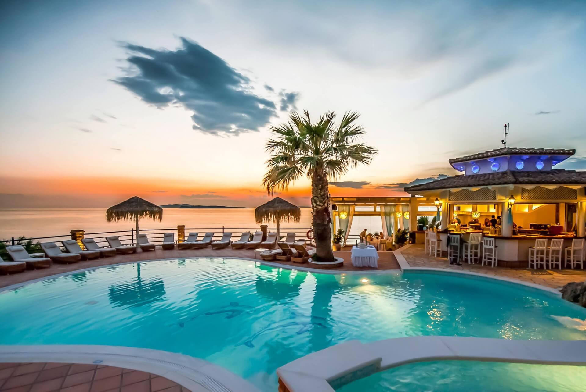 Ο Κώστας Συλιγάρδος αποκαλύπτει ότι αρκετοί Tour Operators που εδρεύουν στην Κρήτη έστειλαν επιστολές SOS στα υπουργεία Τουρισμού και Οικονομικών, αλλά και την Τράπεζα της Ελλάδας για να μην καταρρεύσει ο τουρισμός στην Κρήτη. new deal