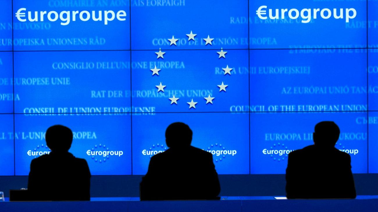 Ο Τάσος Παπαδόπουλος θέτει ερωτήματα για την επιστροφή στην κανονικότητα, όταν ο κορωνοϊός θα περιοριστεί. Ωστόσο, η πραγματικότητα θέλει την Ευρώπη να συμφωνεί σε ποσό στήριξης που αγγίζει το 1,6 τρισ. ευρώ. Πρόκειται όμως για δανεικά, αλλά όχι αγύριστα. new deal