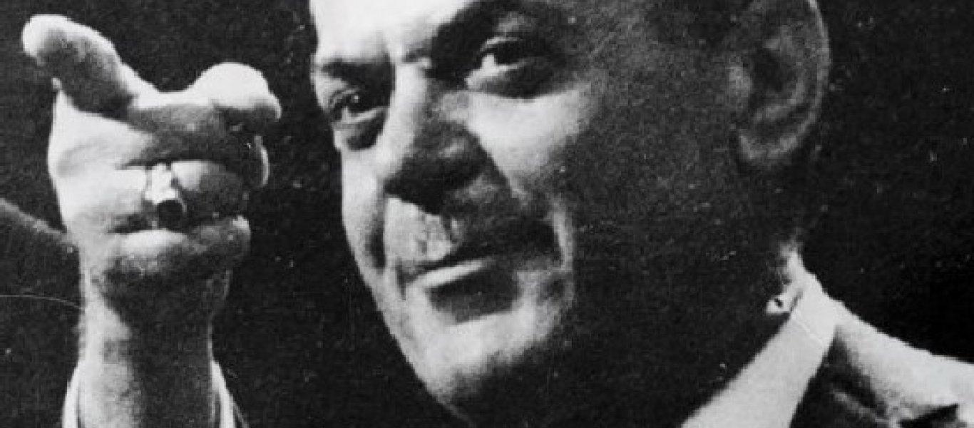 Ο Φάνης Ζουρόπουλος με κινηματογραφικό τρόπο περιγράφει άγνωστες πτυχές της 21ης Απριλίου. Από το πως οι Συνταγματάρχες ξεγέλασαν τους πάντες. Πως η Αυγή απέκλειε το Πραξικόπημα, μέχρι την αυτοσχέδια ουτοπία του Παπαδόπουλου Ελλάς Ελλήνων Χριστιανών. Μια καφενειακή Χούντα που ταλαιπώρησε την χώρα. new deal