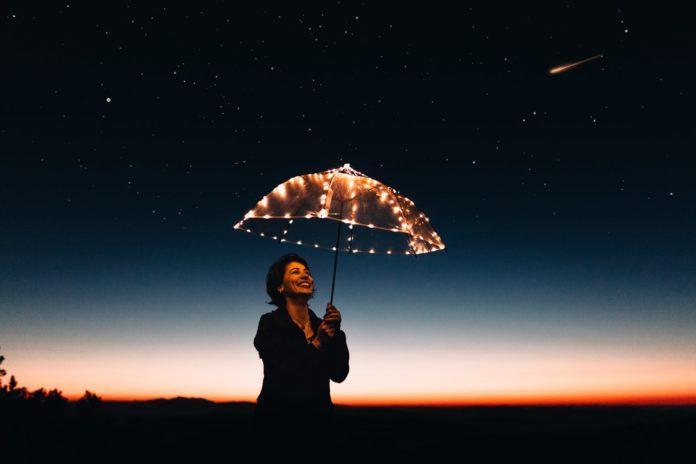 Η Κέλλυ Κοντογεώργη περιγράφει τις 30 πρώτες ημέρες καραντίνα και απομόνωση. Ένας μήνας κορωνοϊός, που σε κάνει να αναρωτιέσαι. Όταν αυτό τελειώσει, θα εκτιμήσω τα πάντα; Όταν αυτό τελειώσει..;